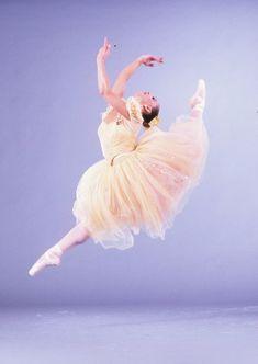 Photo of The Joffrey Ballets Deanne Brown by Herbert Migdoll.