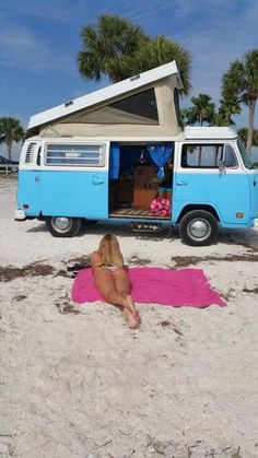 The Power of the VW Bus Photo album of VW Buses and beautiful girls. Go Volkswagen! Vw Camper Bus, Volkswagen Bus, Volkswagen Transporter, Beetles Volkswagen, Vw Caravan, Vw T1, Campers, Combi Vw T2, Combi Ww