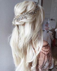 Simple half-up wedding hair #wedding #hair #halfup #halfdown