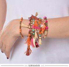 Conjunto de pulseiras de miçangas e tassels. | Boho | Gipsy | Verão 2016. #acessórios #moda #look #outfit #estilo #boho #gipsy #verão #new #looknowlook