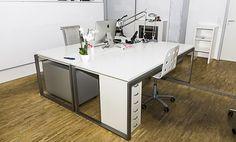 Großer moderner Arbeitsplatz in Loftbüro #Büro, #Bürogemeinschaft, #Office, #Coworking, #Hamburg