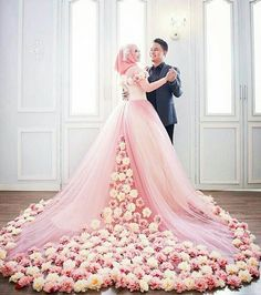 Searing for bridal hijab!, then, here are the 9 best wedding hijab for brides in different styles. So, select one modern Muslim wedding dress with hijab. Muslimah Wedding Dress, Hijabi Wedding, Pakistani Wedding Dresses, Long Wedding Dresses, Colored Wedding Dresses, Muslim Wedding Gown, Wedding Hijab Styles, Tulle Wedding Gown, Applique Wedding Dress