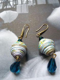 Orecchini eleganti con perle di carta washi e piccoli cristalli di Caiapaperjewels su Etsy
