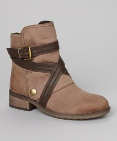 With a short cut above the ankle, this pair will add appeal to any outfit without stealing the show. Decorative crisscross straps wrap around these boots, while the heel brings a small but stylish boost of height. 1.5'' heel6'' shaft12'' circumferenceZipper closure