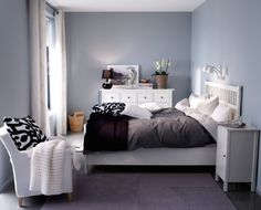 Deco chambre ikea before afters 1 bedroom 5 different makeovers decoration chambre ado ikea . Ikea Bedroom, Bedroom Apartment, Home Bedroom, Apartment Living, Bedroom Decor, Apartment Therapy, Bedroom Ideas, Bedroom Furniture, Black Furniture
