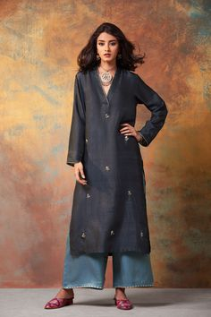 good earth stylish sustainable luxury retail goodearth in 848436017278057235 Pakistani Dresses, Indian Dresses, Indian Outfits, Kurta Designs Women, Kurti Neck Designs, Indian Attire, Indian Wear, Indian Designer Outfits, Bollywood Fashion