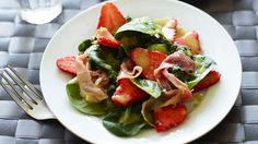 Strawberry and spinach salad with ham | Recipes | Yours