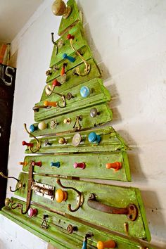 Use architectual salvage from skips and dumpsters to make a unique DIY wooden Christmas tree.  Hang it on the wall for the perfect flat Christmas tree