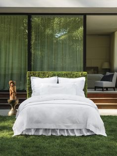 Luminous sheen and shine, rich drape, and a silken hand mark Giotto as bedding of the finest quality.