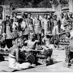 Made's @greatgrandfather with famous #Balinese #Dancer #Mario #Bali #oldbali #Iluv