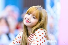 okay i couldn't agree more ☺️ lisa is not only a rapper and a dancer she's also the sunshine of blackpink ☀️i love all the members equally but i think we can all agree that lisa is the sunshine right? who do you think is the sunshine of blackpink? Blackpink Lisa, Jennie Blackpink, Lisa Black Pink, Black Pink Kpop, K Pop, Rapper, Lisa Blackpink Wallpaper, Taemin, Girls Generation