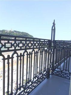 Balcones del Hotel de Londres de San Sebastián-Donostia. Con vistas a la Bahía de la Concha y el Monte Urgull. #donostia #sansebastian #playa #concha #urgull #monte