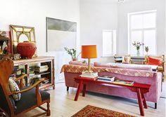 Tässä kodissa ei värejä ole säästelty! Äidin ja tyttären koti on iloinen sekoitus Intiaa, art decoa ja kekseliästä mieltä.