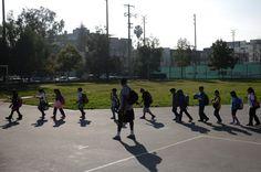 Mittagspause vorbei, zurück ins Klassenzimmer: An vielen US-Schulen bleiben die Kinder inzwischen bis in den Abend - und essen dort auch.