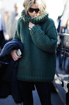great chunky knit. #CarolaBernard in Paris.