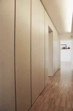 Corridor with cabinets Casa Milano, Corridor Lighting, Apartment Entrance, Living Room Shelves, Building A New Home, Built In Wardrobe, Hallway Decorating, Home Furniture, New Homes