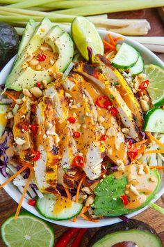 Espanpin - Thai Lemongrass Chicken and Avocado Salad with Spicy Peanut Dressing Recipe Lemongrass Recipes, Spicy Lemongrass Chicken Recipe, Vegetarian Recipes, Healthy Recipes, Detox Recipes, Orzo Recipes, Peanut Dressing, Clean Eating, Healthy Eating