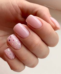 Semi-permanent varnish, false nails, patches: which manicure to choose? - My Nails Pink Gold Nails, Red Nails, Hair And Nails, Cute Acrylic Nail Designs, Cute Acrylic Nails, Diy Valentine's Nails, Crome Nails, Polka Dot Nails, Polka Dots