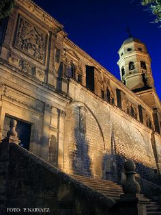 La Catedral de Baeza (Jaén), templo de larga trayectoria artística, fue la primera catedral consagrada en Andalucía tras la Reconquista / The Cathedral of Baeza (Jaén) was the first cathedral consecrated in Andalucía after the Reconquest