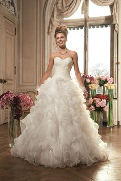 Tomy Mariage, collection 2015 » Mariage.com - Robes, Déco, Inspirations, Témoignages, Prestataires 100% Mariage