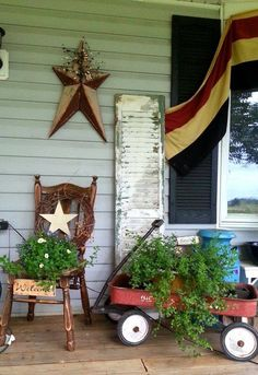 Prim Primitive Homes, Primitive Decor, Country Primitive, Country Decor, Farmhouse Decor, Farmhouse Front, Casa Magnolia, Summer Porch, Red Wagon