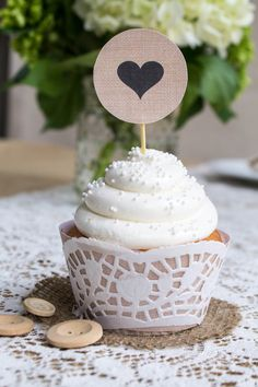 Free Printable Burlap Cupcake Wrap + Toppers