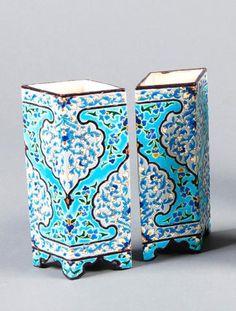 JULES VIEILLARD A BORDEAUX, ensemble comprenant une paire de vase