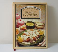 Cute Love Heart, Retro Kids, Rose Vase, Soup Mugs, Historical Images, Vintage Cookbooks, Dinner Sets, Small Flowers, Vintage Gifts