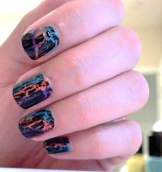 Totally need to try this with my crackle nail polish