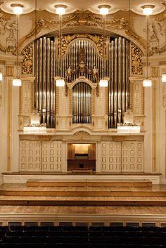 Salzburg, Stiftung Mozarteum, Großer Saal (Propter-Homines-Orgel) – Organ index, die freie Orgeldatenbank