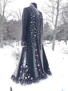 Designer Janika Saar, creator of Lille Mantel Pretty Outfits, Beautiful Outfits, Cool Outfits, Vintage Dresses, Vintage Outfits, Boho Fashion, Fashion Outfits, Fairy Clothes, Mode Boho