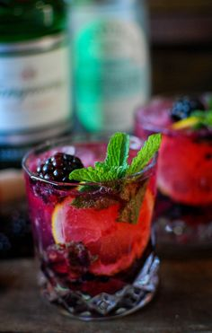 BLACKBERRY, MINT, & CUCUMBER GIN SPRITZER | Gin