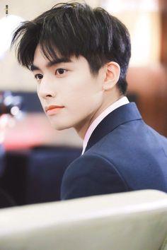How's this angel. Korean Boys Ulzzang, Cute Korean Boys, Beautiful Boys, Pretty Boys, F4 Boys Over Flowers, Korean Men Hairstyle, Song Wei Long, Asian Haircut, Kpop Hair