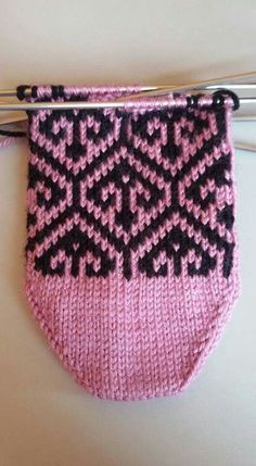 This Pin was discovered by gül Fair Isle Knitting, Knitting Socks, Baby Knitting, Knitted Hats, Knitting Patterns, Crochet Patterns, Knitted Baby Clothes, Colorful Socks, Lace Making