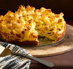Mac and Cheese Pie \ Macaroni & Cheese Recipe Mac And Cheese Pie, Macaroni Cheese Recipes, Cheese Pies, Pie Recipes, Pasta Recipes, Dessert Drinks, Yummy Food, Yummy Yummy, Delish