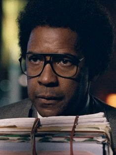 Denzel Washington in ROMAN J. ISRAEL, ESQ