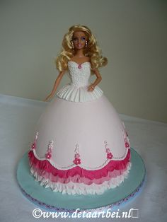 Barbie Cake - Sorry no recipe, just the picture of the cake. Barbie Torte, Bolo Barbie, Barbie Birthday Cake, Birthday Cake Girls, Princess Birthday, Frozen Doll Cake, Fairy Cakes, Dress Cake, Fashion Cakes