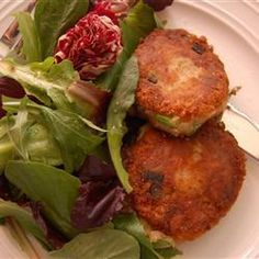 Delicious patties of potato and smoked cod with watercress, coated in crumbs and gently fried until golden. The peppery flavour of the water cress is a perfect balance to the salty fish. You could use rocket or any bitter green instead of watercress Fodmap Recipes, Gourmet Recipes, Cooking Recipes, Healthy Recipes, Fodmap Foods, Simple Recipes, Yummy Recipes, Recipies, Haddock Fish Cakes