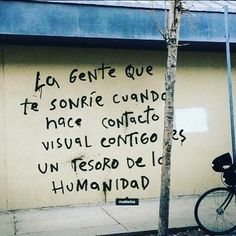 Find images and videos about smile, phrases and frases en español on We Heart It - the app to get lost in what you love. Wall Quotes, Words Quotes, Life Quotes, Sayings, Qoutes, More Than Words, Some Words, Street Quotes, Love Phrases