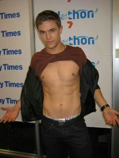 Nic Westaway plays Kyle Braxton in Home and Away ~ love this guy! Love Nic so much! And I love Nic's character Kyle too! He got off to a rocky start, what with taking his long lost brother hostage, but its ok... family forgives! ;)