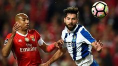 FC Porto e Benfica voltam a encontrar-se sete meses depois de uma guerra aberta sem precedentes fora de campo. E num jogo que vale liderança, os dois técnicos recuperam os esquemas com três médios. http://observador.pt/2017/12/01/fc-porto-benfica-as-equipas-que-comecaram-em-4x4x2-voltam-a-um-classico-4x3x3/