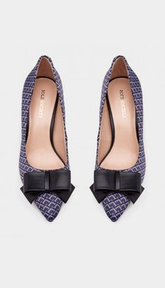 Classic pointed toe mid heel with a lovely bow