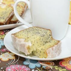 Zingy lemon poppy seed pound cake bursting with lemony flavor, crunchy poppy seeds, and drizzled with a scrumptious lemon glaze. This melt in your mouth pound cake is the perfect accompaniment for … Just Desserts, Delicious Desserts, Dessert Recipes, Yummy Food, Cupcake Recipes, Yummy Yummy, Brunch Recipes, Delish, Yummy Treats