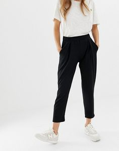 Browse online for the newest ASOS DESIGN Petite ultimate jersey peg pants styles. Shop easier with ASOS' multiple payments and return options (Ts&Cs apply). Casual Work Outfits, Work Attire, Work Casual, Fashion Pants, Star Fashion, Fashion Outfits, Fashion Shoes, Women's Fashion, Fashion Black