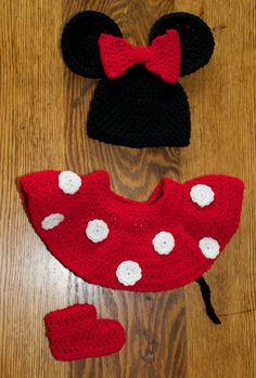 Minnie Mouse inspired crochet baby set. Awww my lil princess would l-o-v-e this!!! Her hearts Minnie <3
