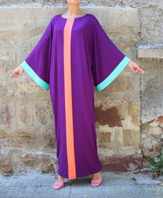 The newest AMAZING Abaya Model ♥ This model is chic and elegant - it may be worn…
