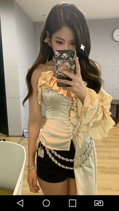 Jennie is filmed with the phone in front of the mirror. Blackpink Jennie, K Pop, South Korean Girls, Korean Girl Groups, Blackpink Wallpaper, Mode Kpop, Kim Jisoo, Blackpink Photos, Blackpink Fashion