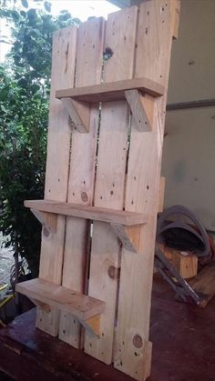 To start with we have a very feasible jpand simple idea to work upon; these are 10 DIY pallet art style shelves. To build these shelves would be a lot in your