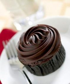 Truly Healthy Cupcake Recipes Clean Eating Pumpkin Cupcakes with Chocolate Pumpkin Frosting.Clean Eating Pumpkin Cupcakes with Chocolate Pumpkin Frosting. Cupcake Recipes, Cupcake Cakes, Dessert Recipes, Dessert Ideas, Tea Cupcakes, Easy Frosting For Cupcakes, Fudge Frosting, Vanilla Cupcakes, Cupcake Toppers