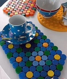 DIY: Neon hama beads coasters by Eve Bottle Top Art, Bottle Top Crafts, Bottle Cap Projects, Diy Bottle, Diy Crafts Hacks, Diy Home Crafts, Diy Arts And Crafts, Crafts For Kids, Plastic Bottle Tops